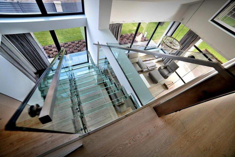 Czy szklane schody to oznaka nowoczesności?